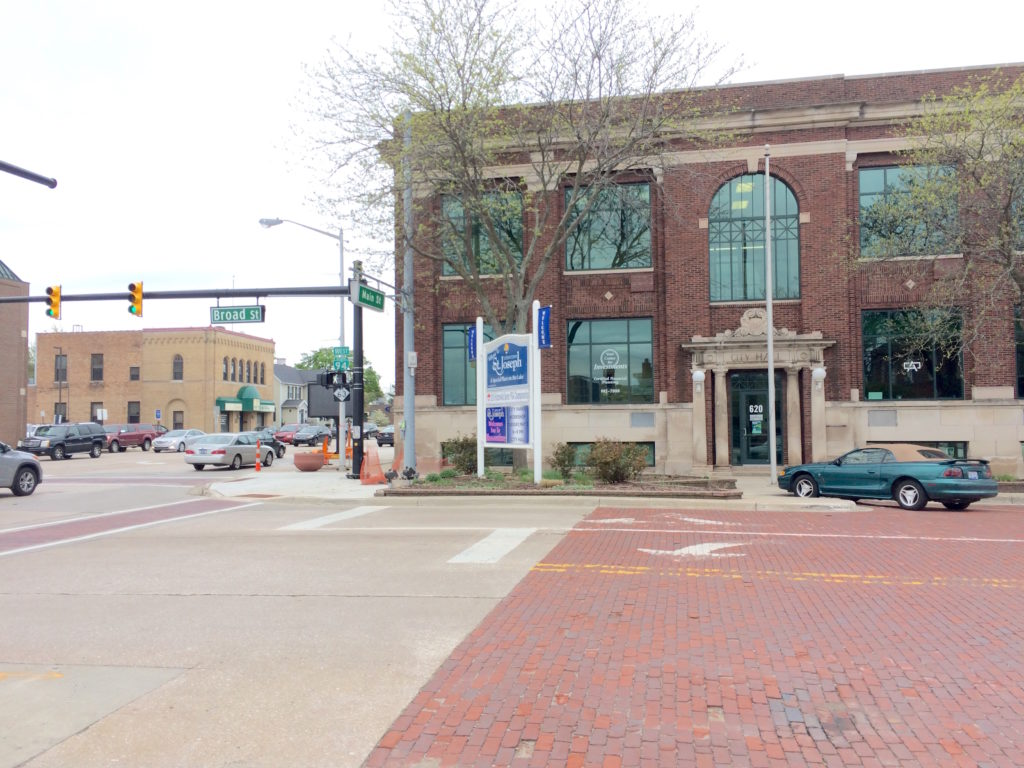 Street view of intersection of Broad St and Main St at St. Joseph Michigan