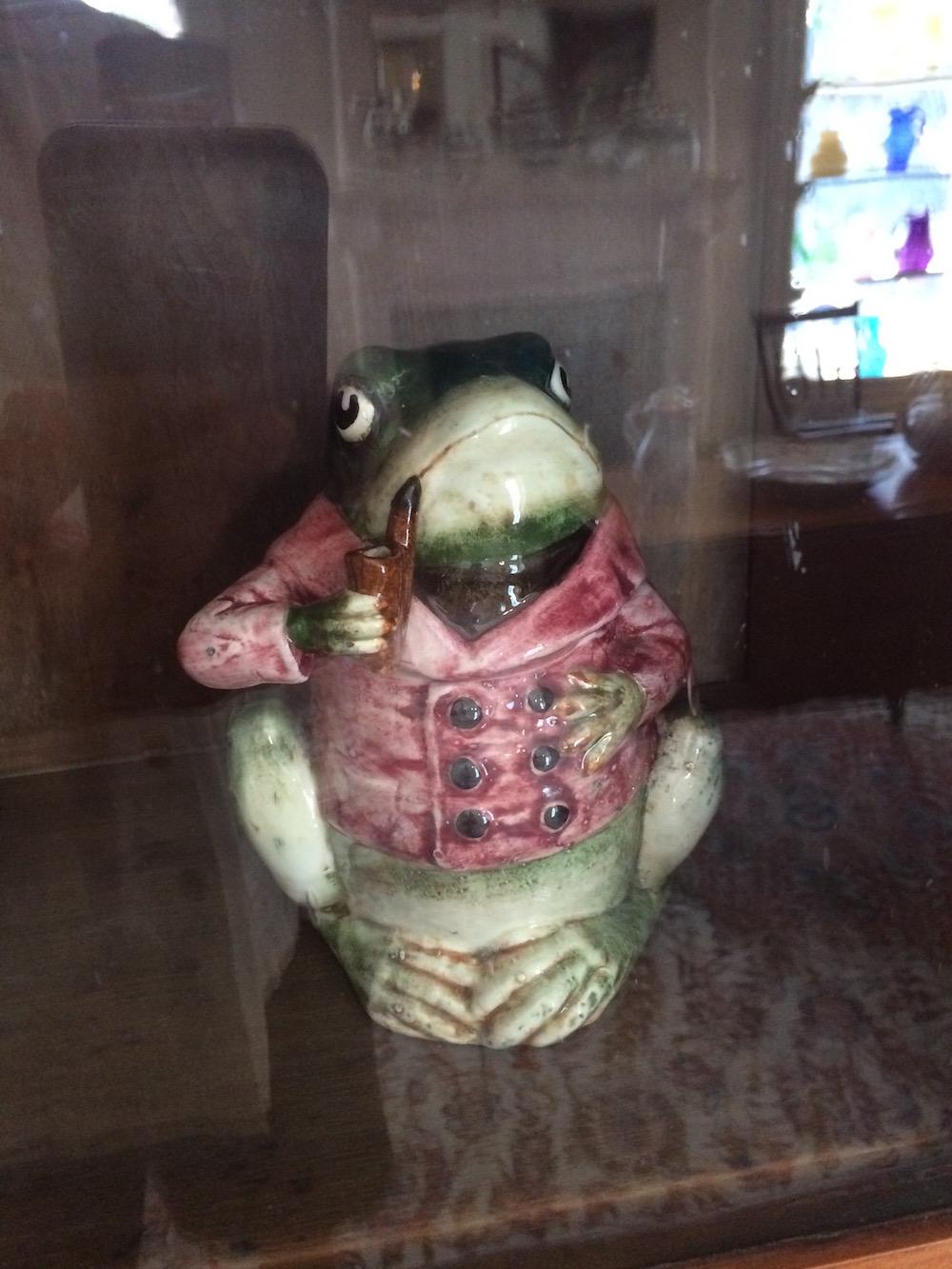 Majolica Ceramic Pipe Tobacco Humidor